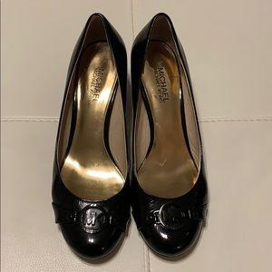 Michael Kors black leather kitten heels. Size 8,5.